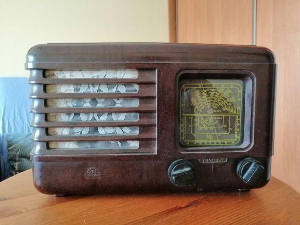 Zabytkowe radio pionier U lata 50 XX wieku