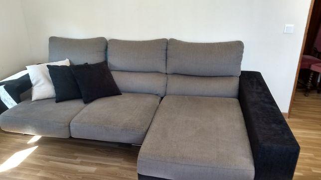 Sofá retrátil, com encostos reclináveis