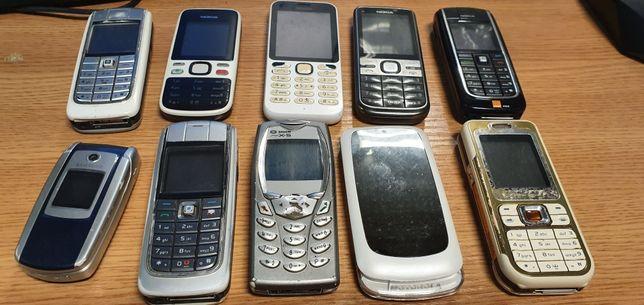 Zestaw telefonów komórkowych uszkodzonych