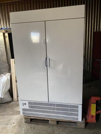 Холодильный шкаф двух дверный в отличном состоянии