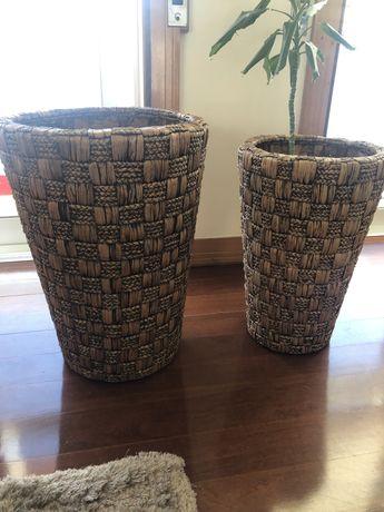 Conjunto de dois vasos grandes