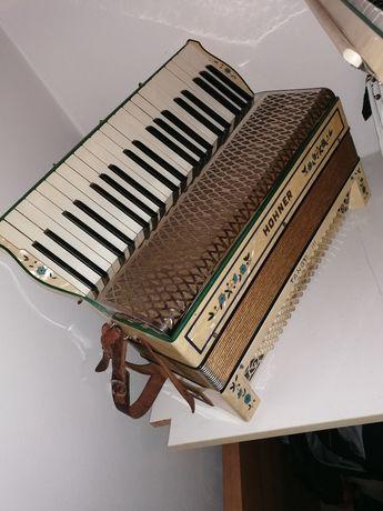 Akordeon Hohner Tango III 120 Basowy 3 chórowy kanciak niemiecki