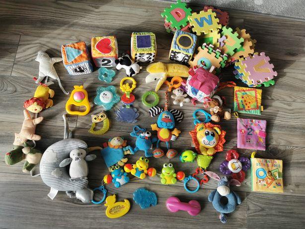 Zestaw zabawek dla maluszka, pozytywka, grzechotka, gryzak, książeczki