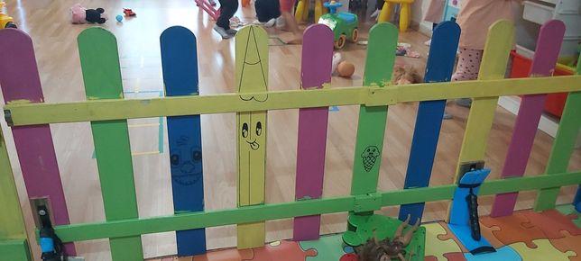 Cerca /divisão para espaço de crianças ou outros