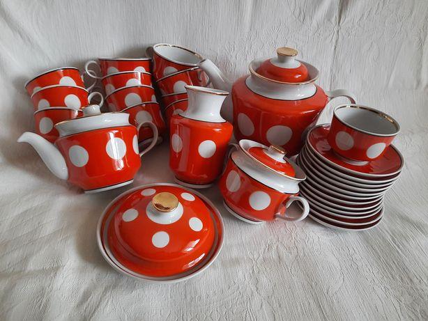 Сервизы: столовый 19 предм, чайный 12 персон красный в  белый горох