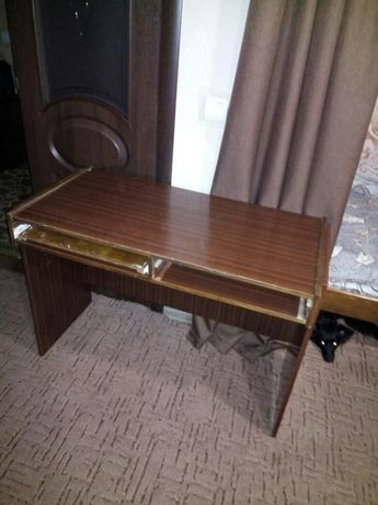 Продам  .Письменный стол