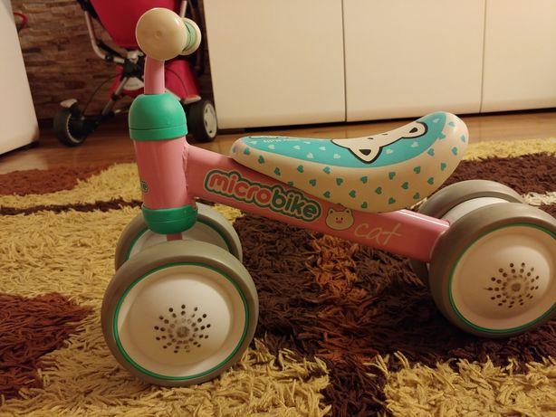 Rowerek biegowy dla dzieci, jeździ Milly Mally.