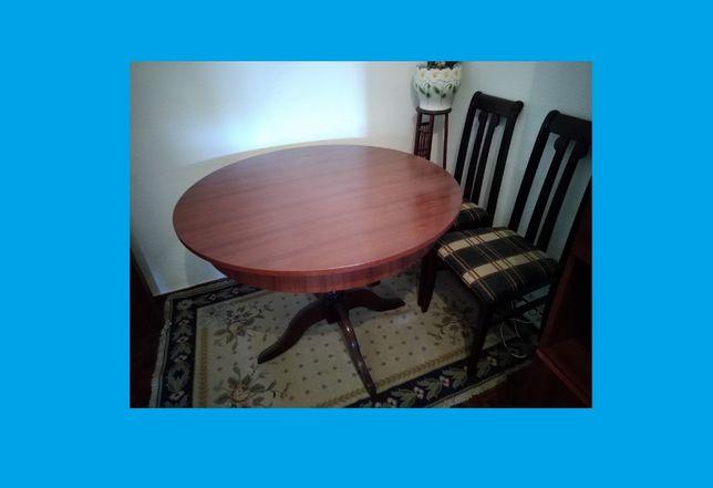 Mesa de madeira de sala extensível Pe de Galo com cadeiras incluidas