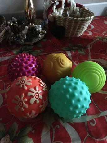 Сенсорные , тактильные мячики Battat , Infantino