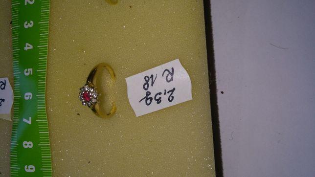 Pierścionek złoty z diamentami i rubinem w cenie 1900 zł