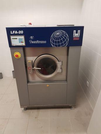 Mais uma instalação Tecnitramo Máquina de lavar 30kg