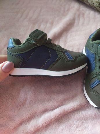 Нові кросівки 20 розмір