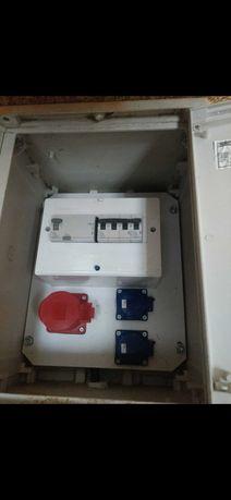 Skrzynka elektryczna, rozdzielnia budowlana tymczasowe przyłącze prądu