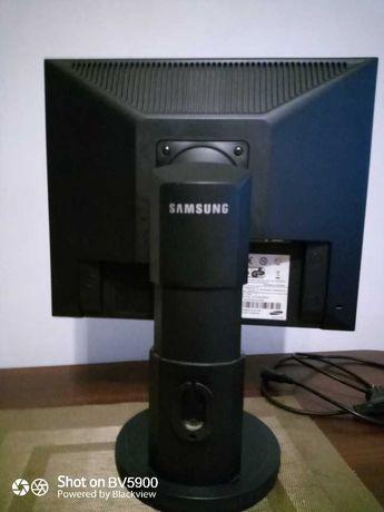 Монитор Samsung SyncMaster740N