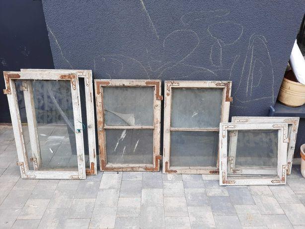 Stare okna drewniane z ukuciami