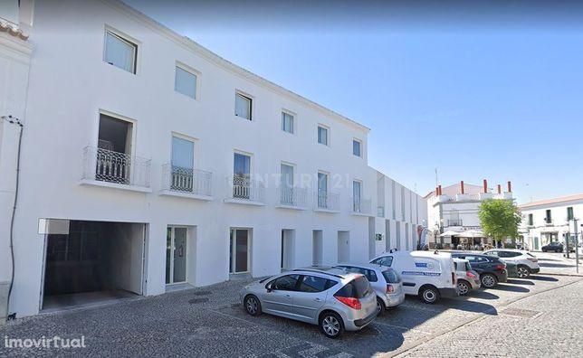 GARAGEM, (Parqueamento) Edifício Sacadura Cabral 26 em MOURA.