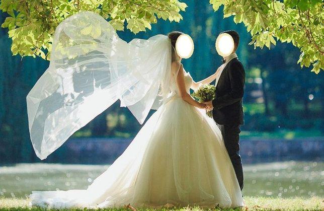 Ексклюзивне весільне плаття зі шлейфом