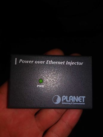 Power over Ethernet injector