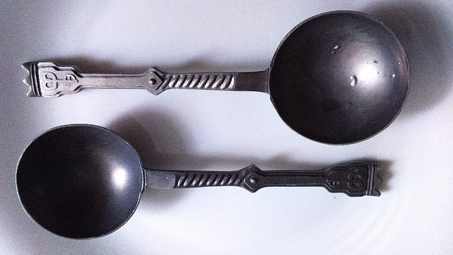 Staroniemieckie ozdobne łyżki z cyny. Antyk stare zabytkowe