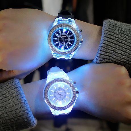 Женские светящиеся часы силиконовые с подсветкой белые черные красные