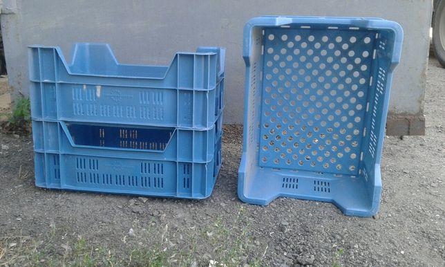 Пластиковые ящики 30х 40 высота 15 см. 3 шт. цена за все
