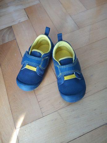 Buty dziecięce r. 22