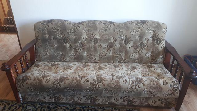 Komplet wypoczynkowy, wersalka, dwa fotele, dwie pufy.