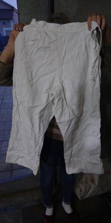 Штаны кимоно новые, и боксерские перчатки.