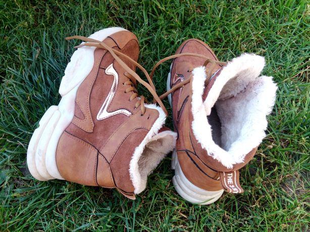 Кроссовки, ботинки зимние. Кросівки, ботінки зимові.
