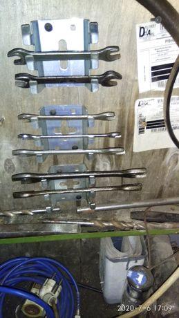 Кріплення для рожкових ключів в гаражі або для іншого
