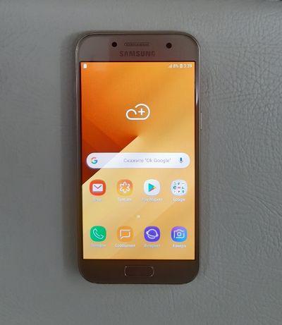 Смартфон Samsung Galaxy A3 2017 (золотой).
