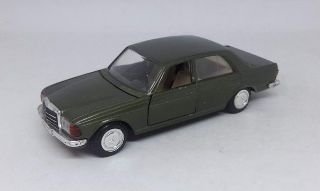 Mercedes Benz W123 - Cursor Modell No 576 1/35, Made in W.Germany