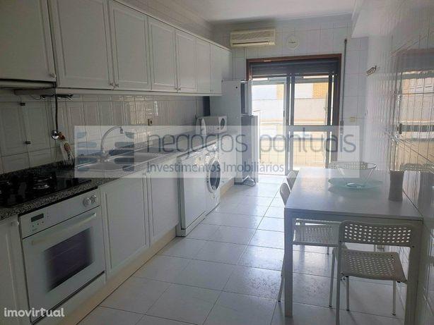 Apartamento T3 mobilado e equipado com garagem individual