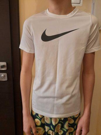 Koszulka chłopięca Nike rozm. 146 -158 cm