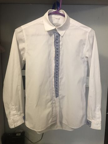 Продам рубашку с вышивкой на подростка