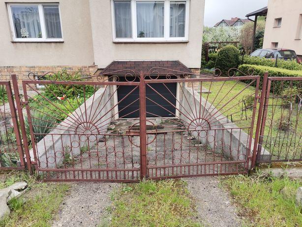 Sprzedam bramę oraz 4 przęsła ogrodzeniowe.