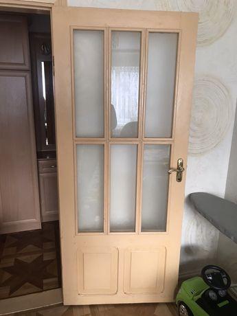 Продам міжкімнатні двері з натурального дерева,сосна.