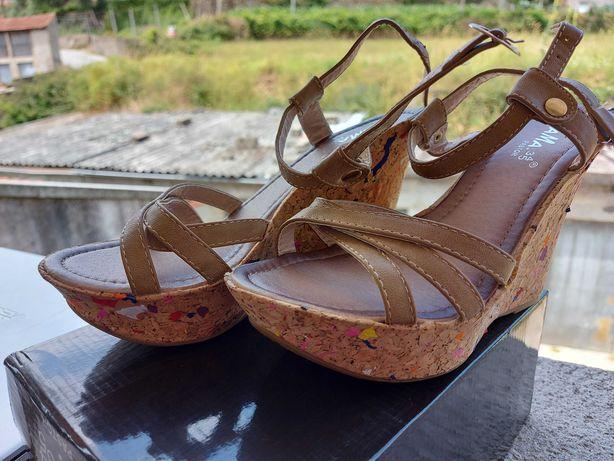 Vendo sandálias de cunha