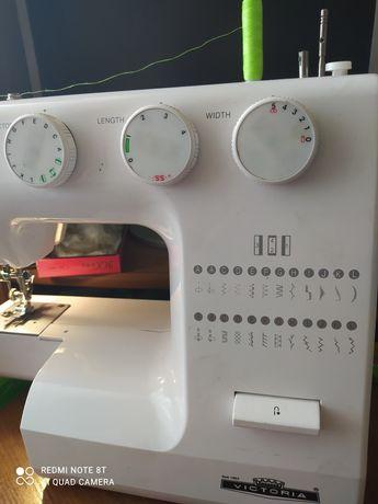 Швейная машина. Швейна машинка.