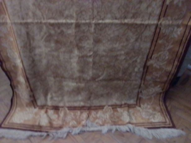 Vendo carpete beje e castanho