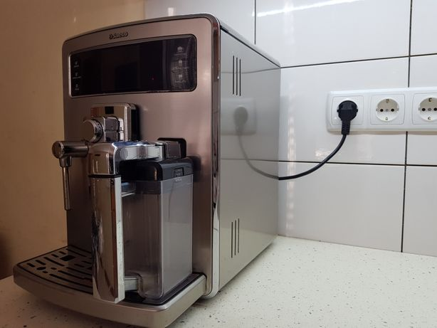 Топова кавомашина Saeco HD8944