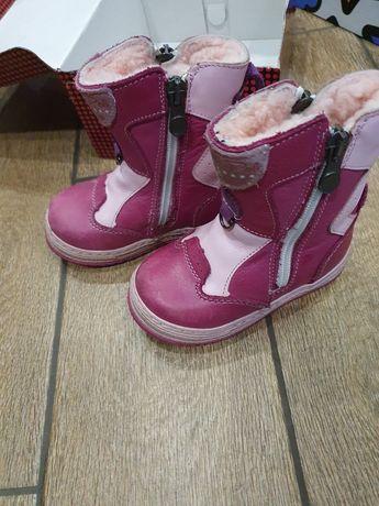 Шкіряні зимові черевички для дівчинки.