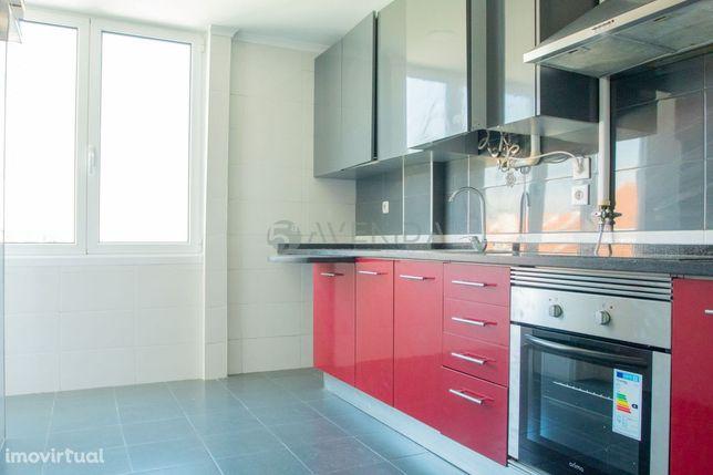 T2+1 com Sotao Aproveitado para arrendamento no Lavradio