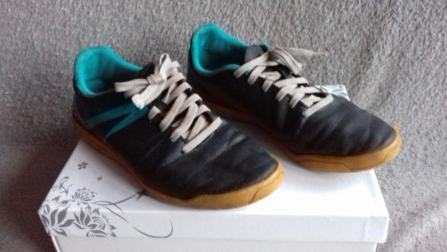 Czarne buty sportowe treningowe KIPSTA rozmiar 37 miodowa podeszwa