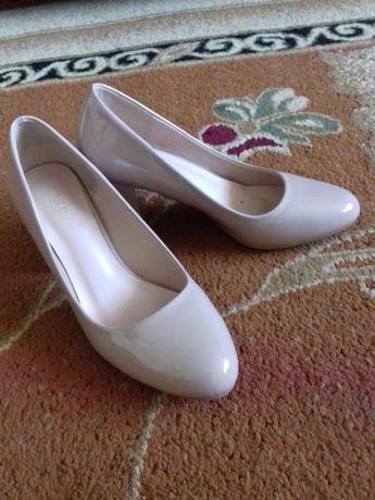 Взуття жіноче...
