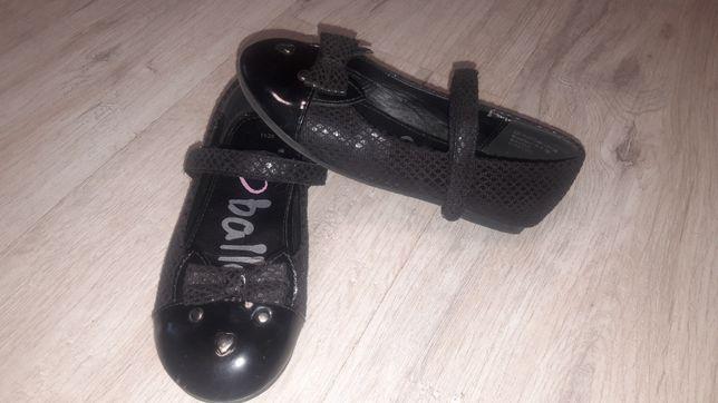 Фирменные туфли для девочки размер 11 наш 29