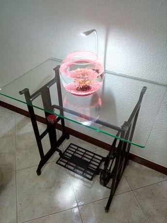 Mesa restaurada .........