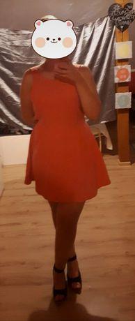 Krótka rozkloszowana letnia sukienka z wycięciem i zamkiem z tyłu