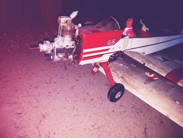 Avião a gasolina