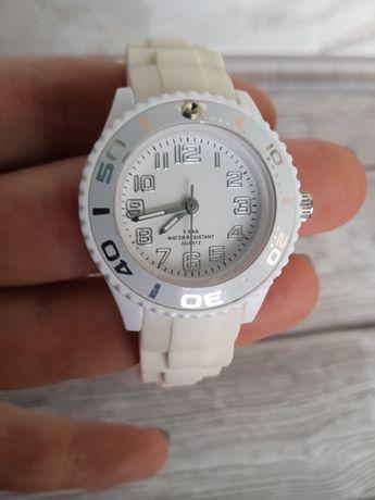 Часы водонепроницаемые